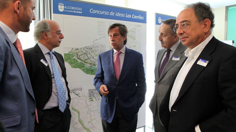 El alcalde de Alcobendas, Ignacio García de Vinuesa (en el centro), cuando presentó el proyecto de Los Carriles.