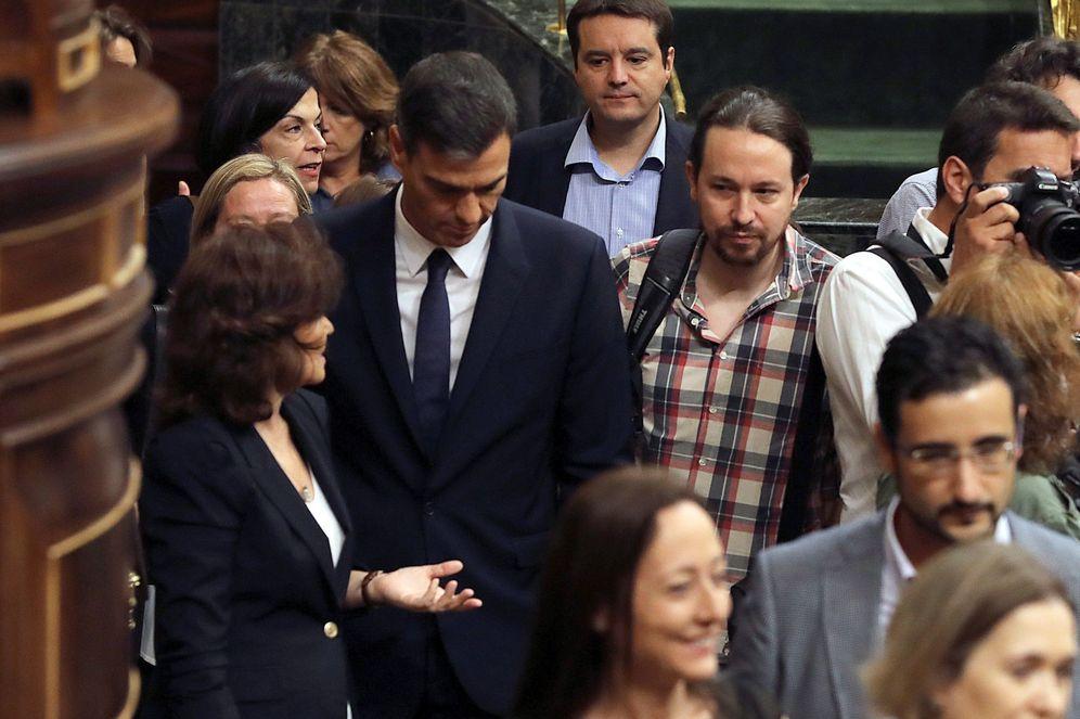 Foto: Carmen Calvo, Pedro Sánchez y Pablo Iglesias el pasado 19 de septiembre en el Congreso. (EFE)