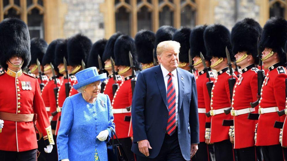 Foto: Trump junto a Isabel II durante su primera visita oficial al Reino Unido en 2018. (EFE)