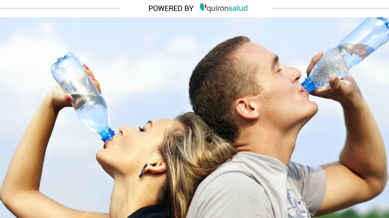 Beber demasiada agua también puede ser peligroso: cuidado con la hiponatremia