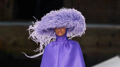 Valentino hace una exhibición de color y volumen en la Alta Costura