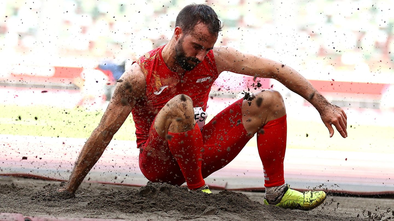 Cáceres acaricia el bronce. (Reuters)