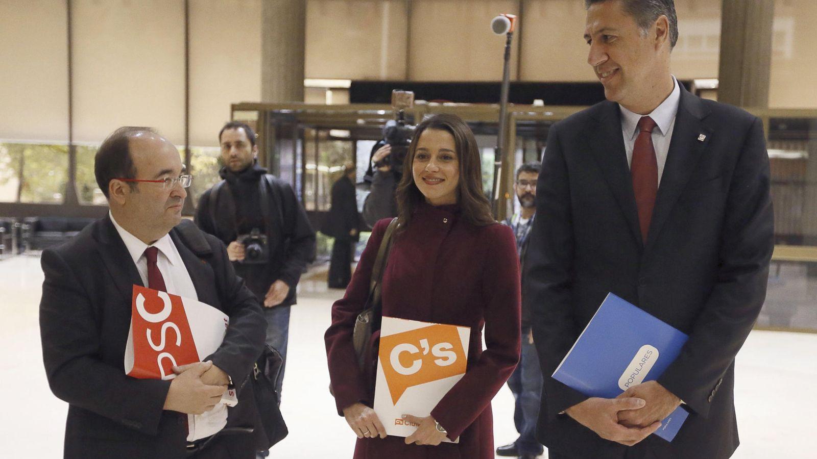 Foto: Iceta, Arrimadas y Albiol, en el Parlament. (EFE)