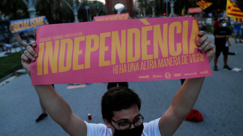 Foto: Los independentistas se manifiestan durante la Diada en Barcelona. (Reuters)