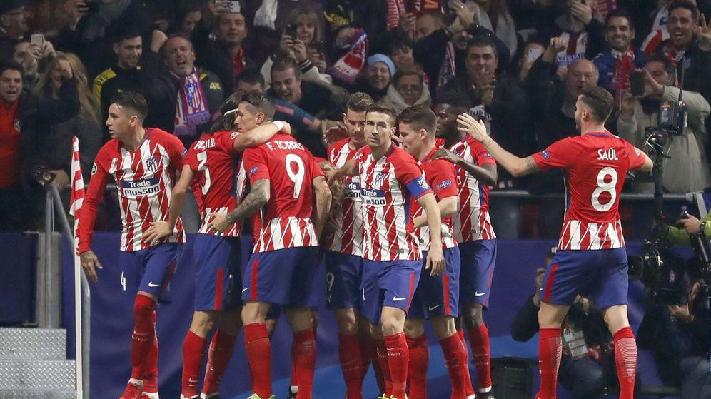 Foto: Los jugadores del Atlético celebran uno de sus goles ante la Roma. (EFE)