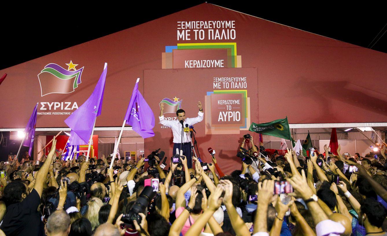 Foto: El ex primer ministro griego y líder de Syriza celebra los resultados ante seguidores en Atenas, el 20 de septiembre de 2015 (Reuters).