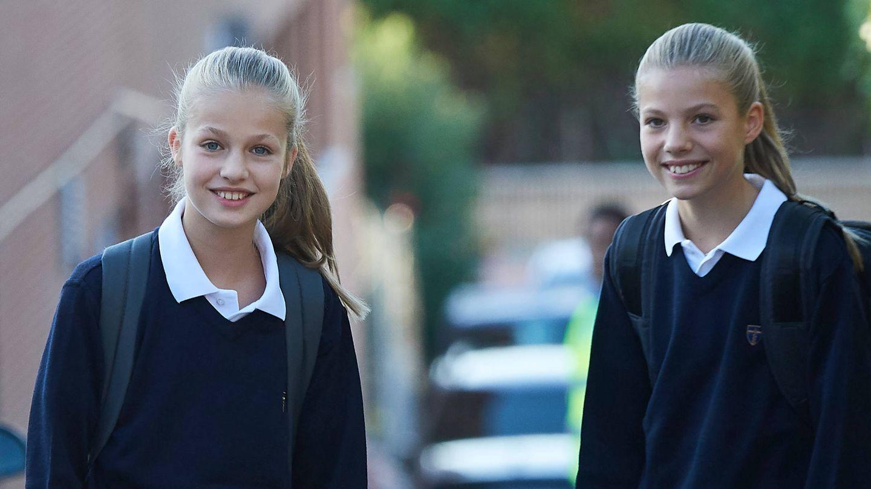 Leonor y Sofía, en el colegio Santa María de los Rosales. (Limited Pictures)