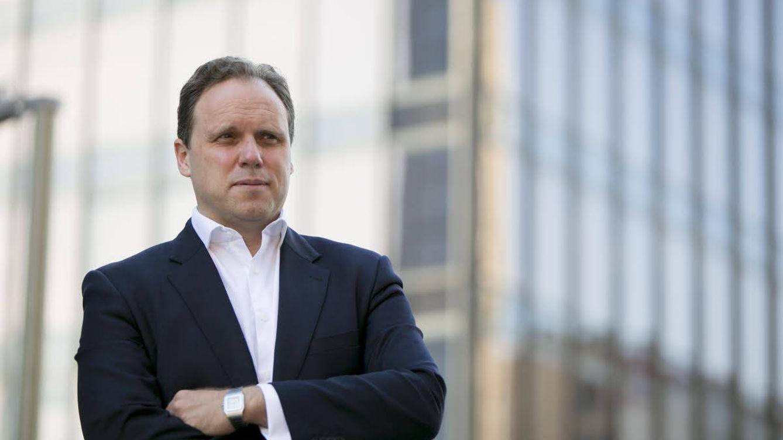 El Gobierno contrata a dedo a Daniel Lacalle para defender el recorte a las renovables