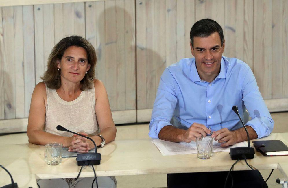 Foto: Pedro Sánchez y la ministra Teresa Ribera, el pasado 5 de agosto en Madrid. (EFE)