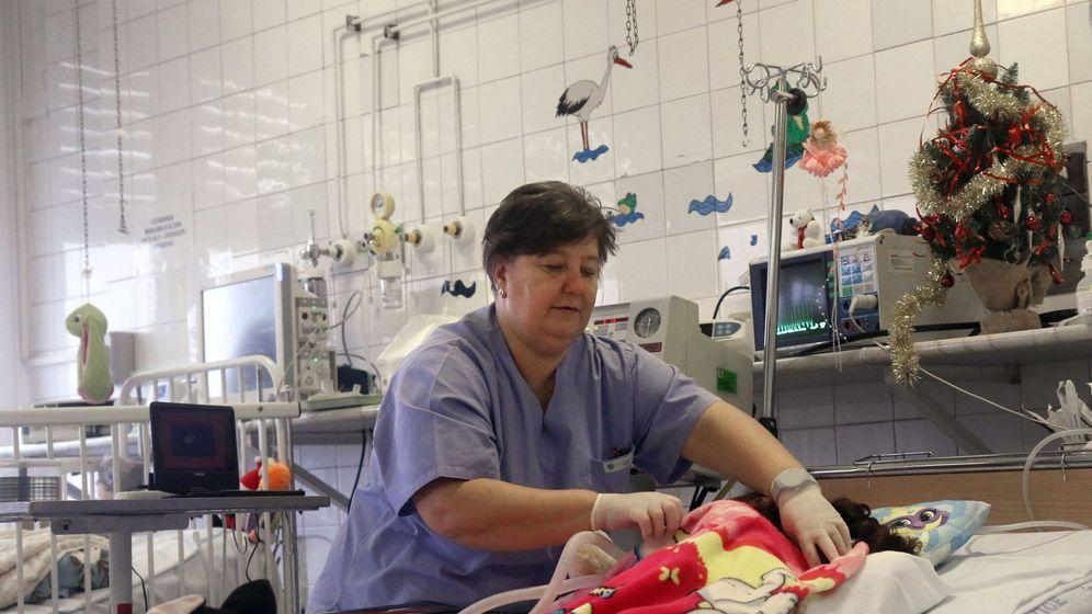 Foto: Una enfermera en un hospital de Budapest. (EFE)