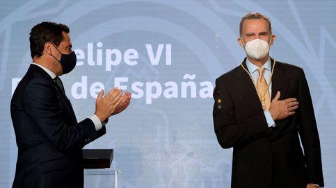 Juanma Moreno arropa al Rey en la entrega de la Medalla de Honor de Andalucía