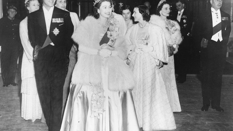 Isabel y Felipe en una cena de gala en 1951. (Getty)