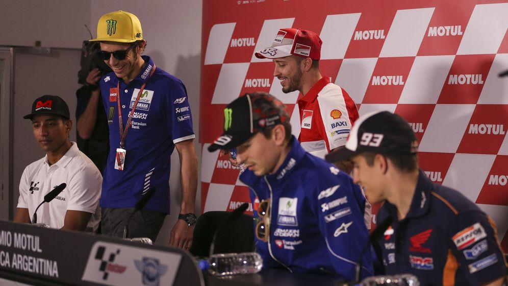 Foto: Rossi, Lorenzo y Márquez, en la rueda de prensa previa al Gran Premio de Buenos Aires (EFE).