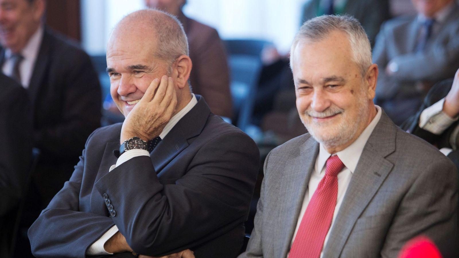 Foto: Manuel Chaves y José Antonio Griñán, durante el juicio de los ERE. (EFE)