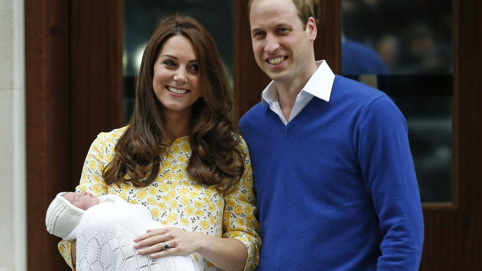 El príncipe Guillermo y Kate Middleton presentan su hija a los medios