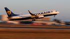 Los tripulantes de cabina de Ryanair desconvocan la huelga de este martes