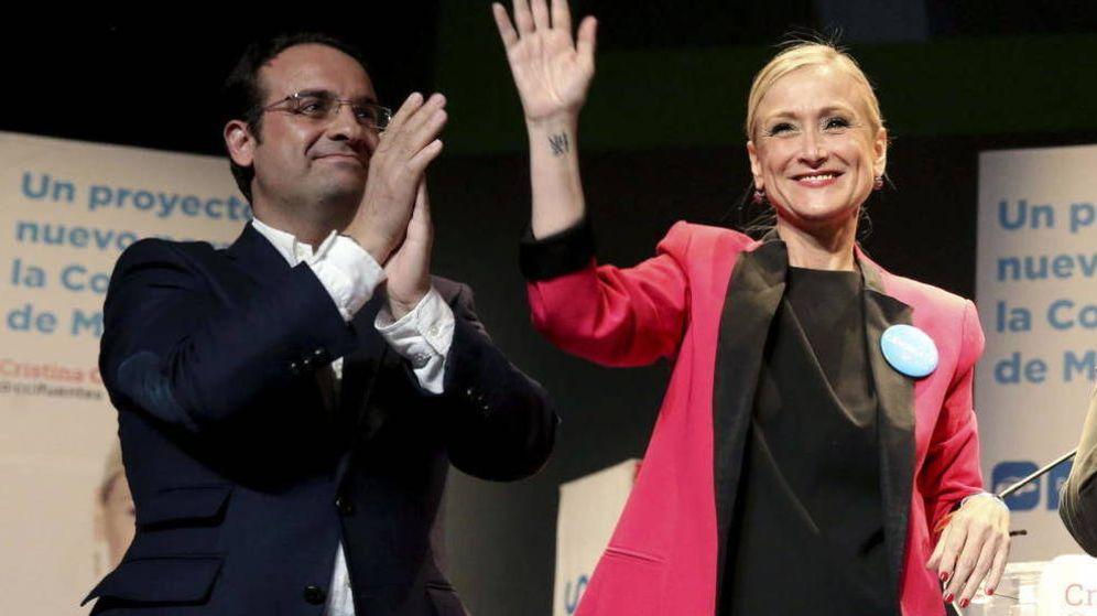 Foto: El diputado autonómico Daniel Ortiz junto a la presidenta de la Comunidad de Madrid, Cristina Cifuents. (Efe)