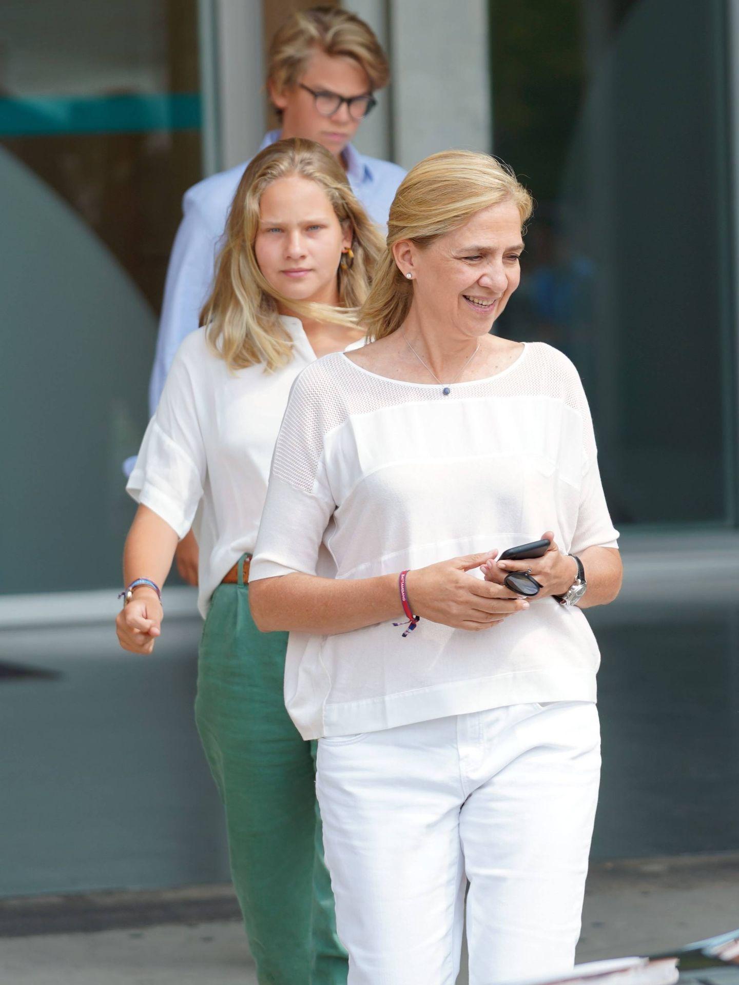 Infanta Cristina e Irene Undargarin. (Cordon Press)