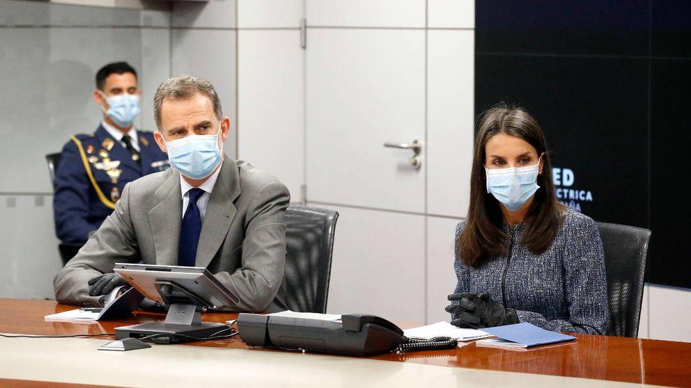 Don Felipe y doña Letizia abandonan el confinamiento: así ha sido su salida