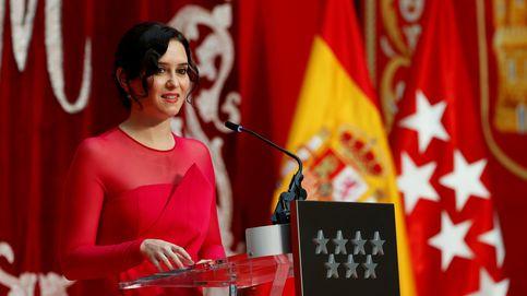 Díaz Ayuso en la investidura: diseñadora española, calzado amuleto y guiño al rey