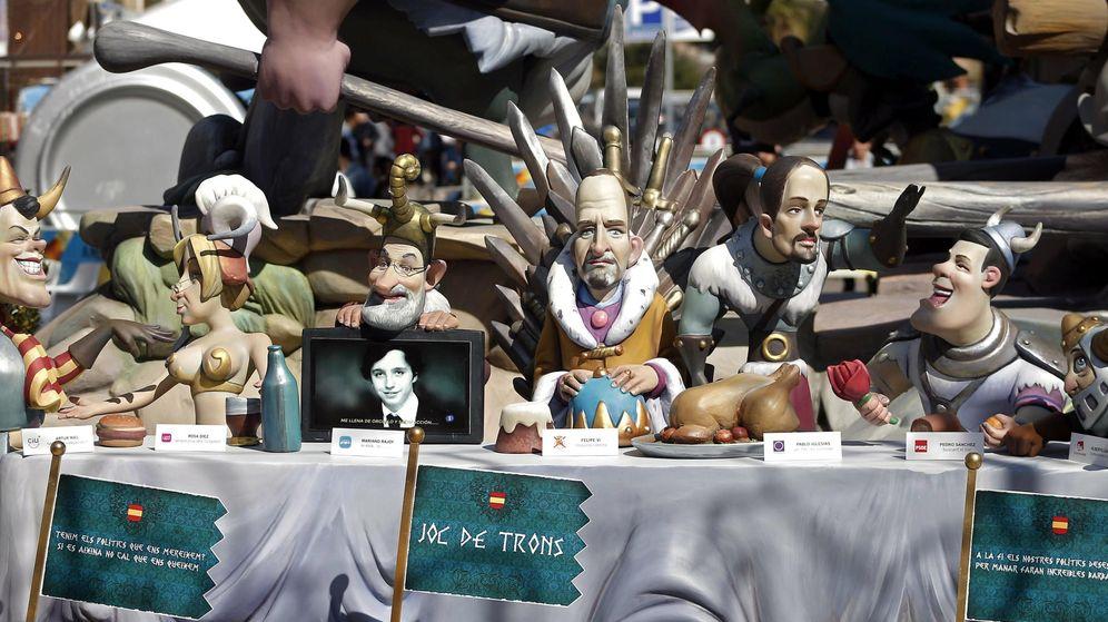 Foto: Ninots de las fallas de Valencia con Felipe VI, Mariano Rajoy, Pablo Iglesias, Pedro Sánchez, Artur Mas y Alberto Garzón. (EFE)