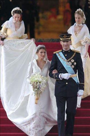 el diseñador del vestido de novia de letizia, premio nacional de