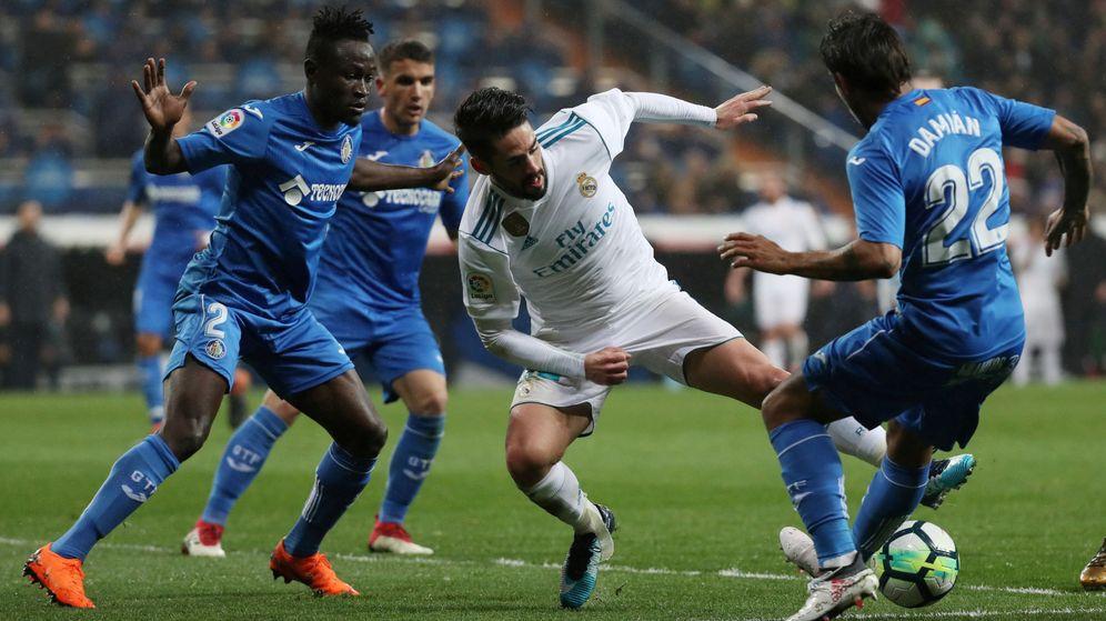Foto: Isco dribla a varios jugadores del Getafe (Reuters)