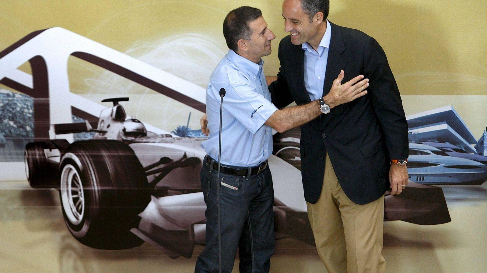 Foto: Jorge Martínez Aspar y Francisco Camps, cuando estaban de estreno con la Fórmula 1 de Valencia. (EFE)