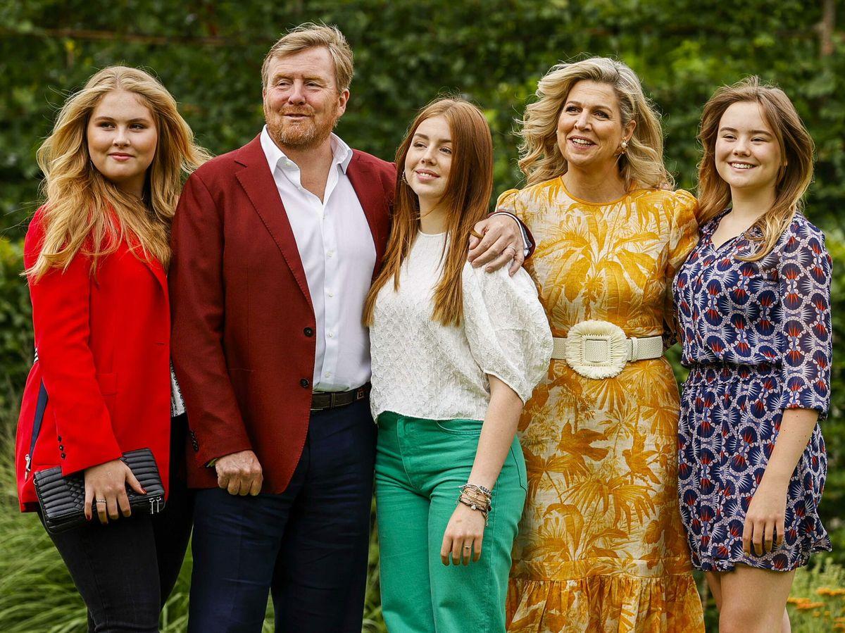 Foto: La familia real, en su posado de verano. (EFE)