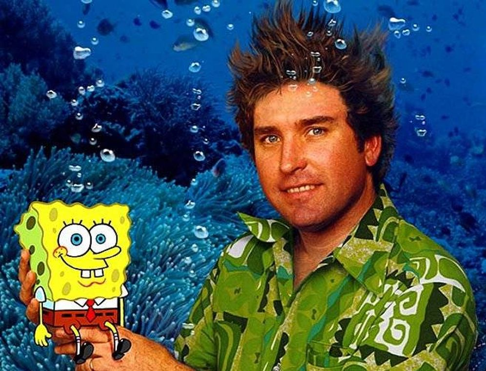 Foto: Stephen Hillenburg sujeta a su creación, Bob Esponja