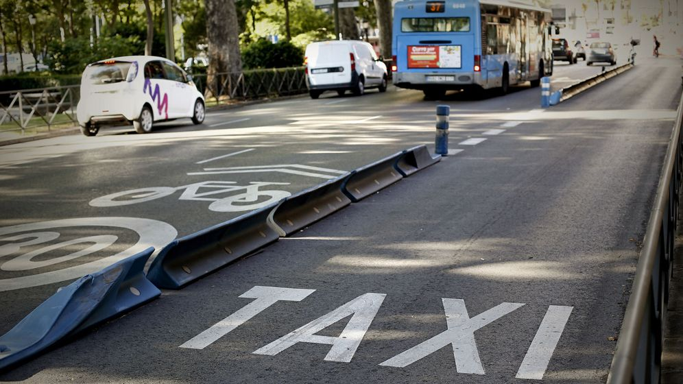 Foto: La huelga de taxistas ha dejado los carriles habilitados para ellos en Madrid vacíos (EFE)