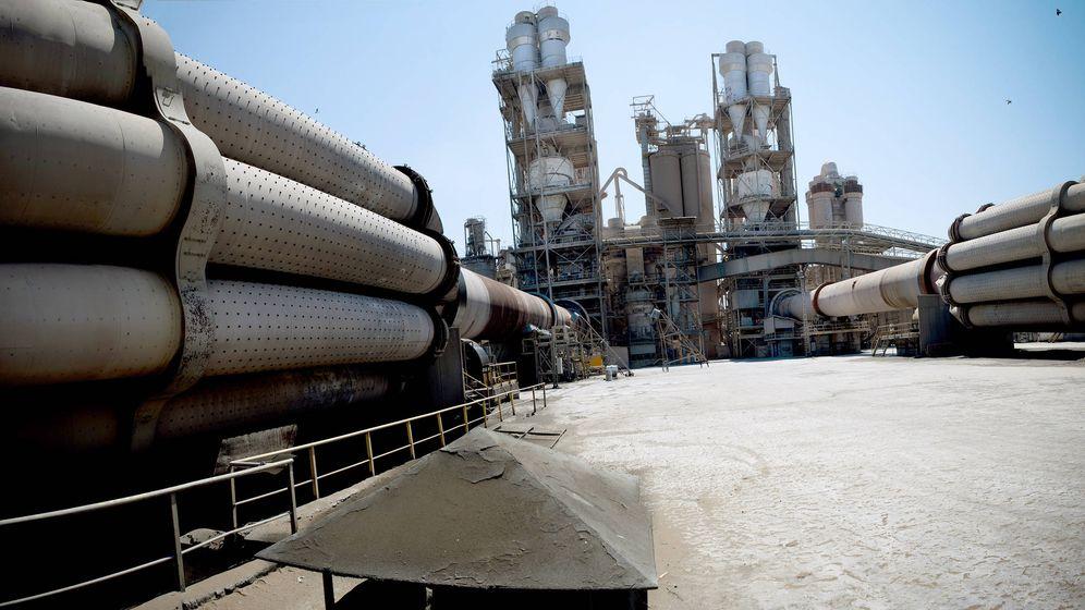 Foto: El consumo de cemento retrocedió un 3,3% en abril, hasta situarse en 946.329 toneladas. (EFE)