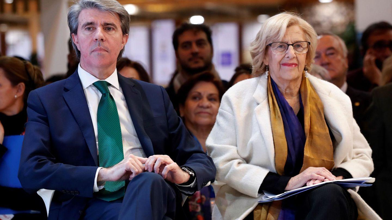 Ángel Garrido y Manuela Carmena. (EFE)
