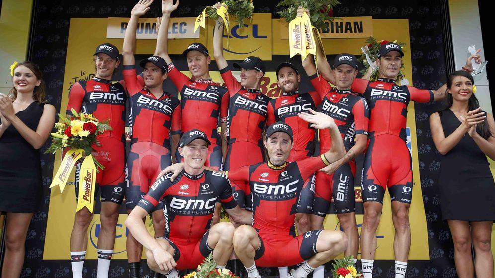 Foto: Los corredores de BMC celebran su triunfo en la contrarreloj (Reuters).