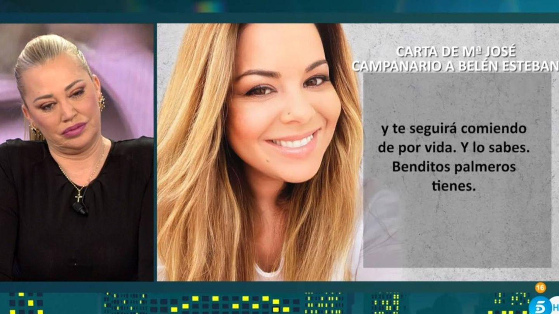 Belén Esteban, escuchando las declaraciones de Campanario. (Telecinco)