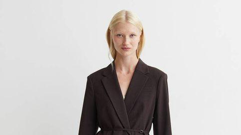Los 3 imprescindibles de H&M (mocasines, traje y blusa) para renovar tus básicos
