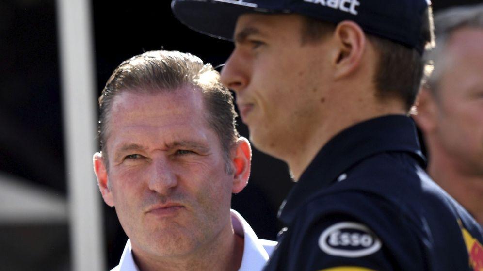 Foto: Jos Verstappen recientemente dudaba de Red Bull para ofrecer a su hijo cada vez más impaciente hijo el material que le haga campeón del mundo (EFE)