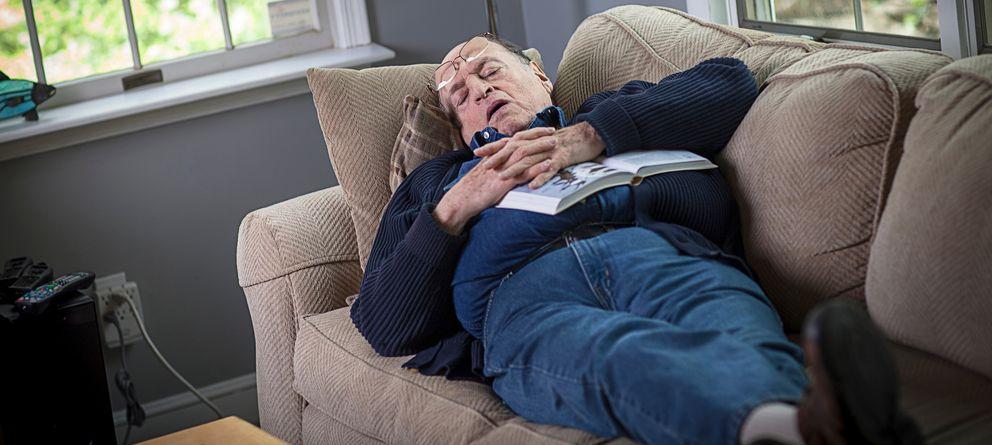 Foto: Los perjuicios para la salud de dormir la siesta podrían aparecer cuando esta dura más de una hora. (Corbis)