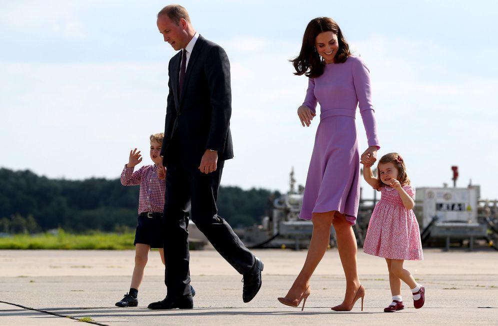 Foto: Los duques de Cambridge con sus hijos. (Reuters)