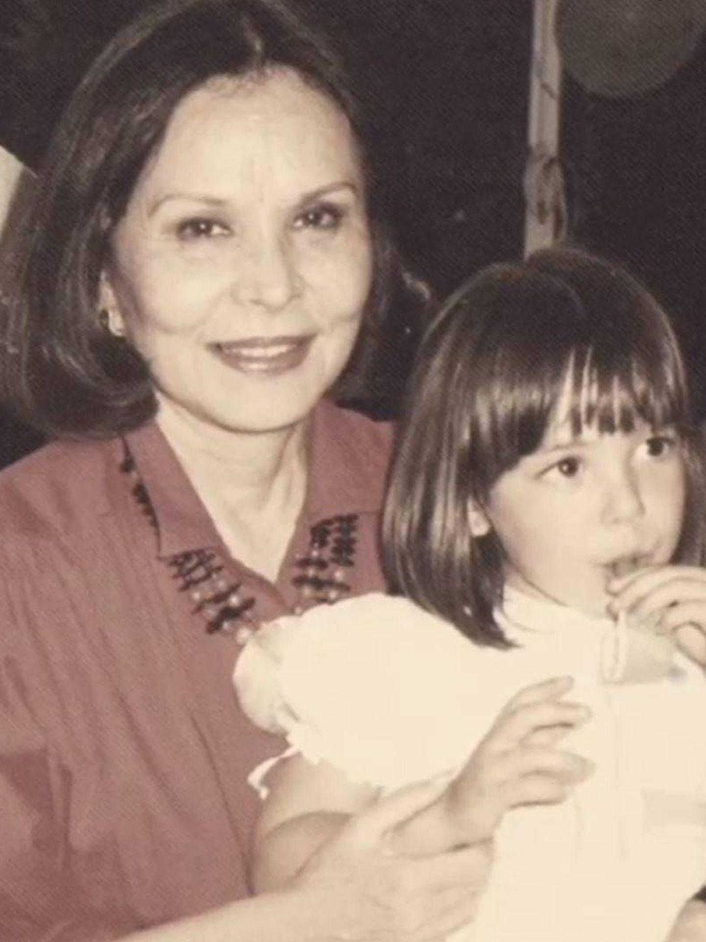 Betty Arrastia, con su nieta Tamara, en una imagen de 'Volverte a ver'. (Mediaset España)