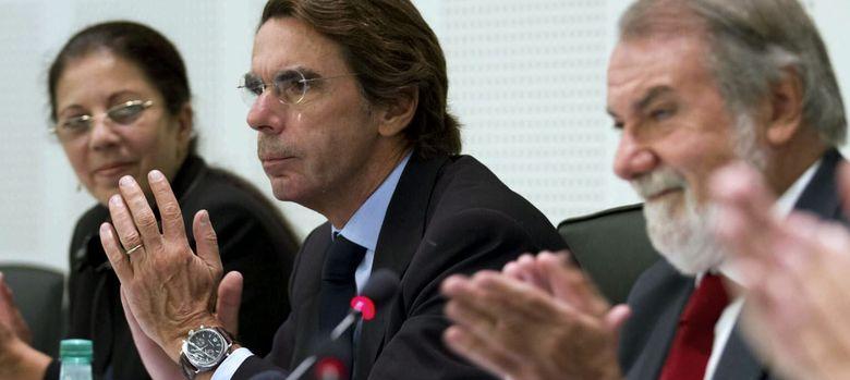 Foto: Fotografía de archivo del expresidente José María Aznar (c) y Jaime Mayor Oreja.