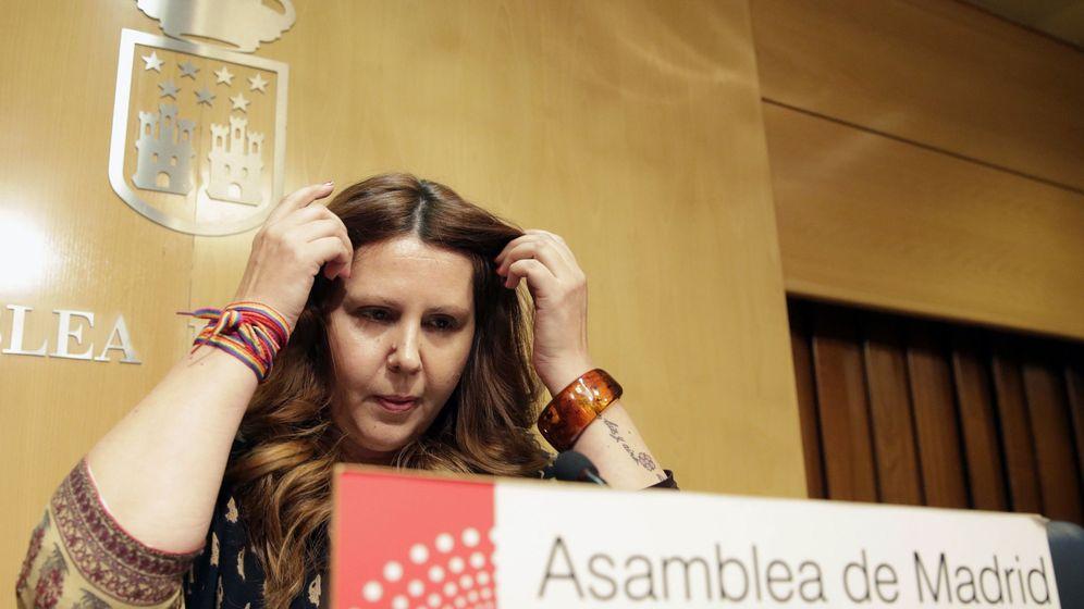 Foto: Eva Borox, en la rueda de prensa anunciando su dimisión.