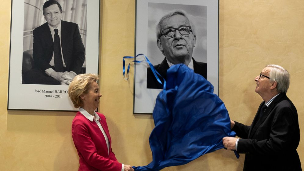 Foto: Juncker junto a Von der Leyen en la despedida oficial del luxemburgués. (Reuters)