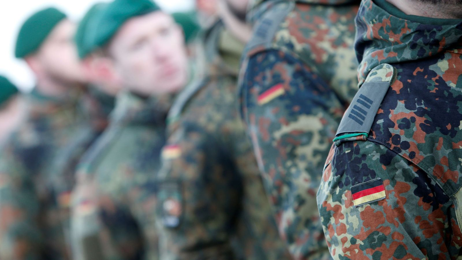 Foto: Soldados de las fuerzas armadas alemanas en una ceremonia, antes de su despliegue en Lituania, en enero de 2017. (Reuters)