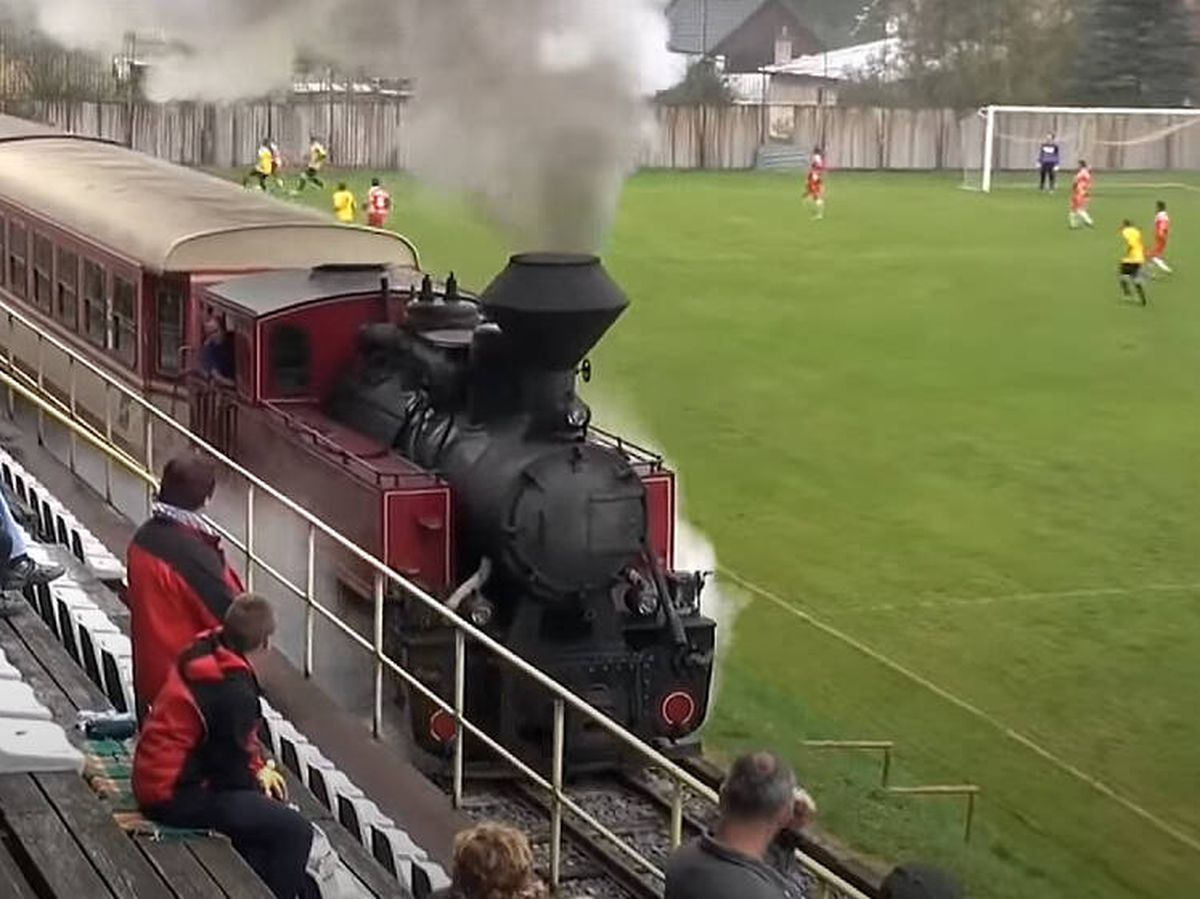 Foto: Momento en el que el tren cruza Ciernom Balogu. (CC)