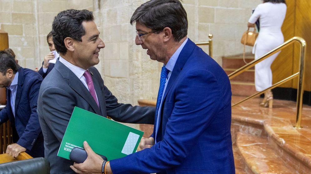 Foto: El presidente de la Junta, Juanma Moreno (i), y el vicepresidente Juan Marín (d). (EFE)