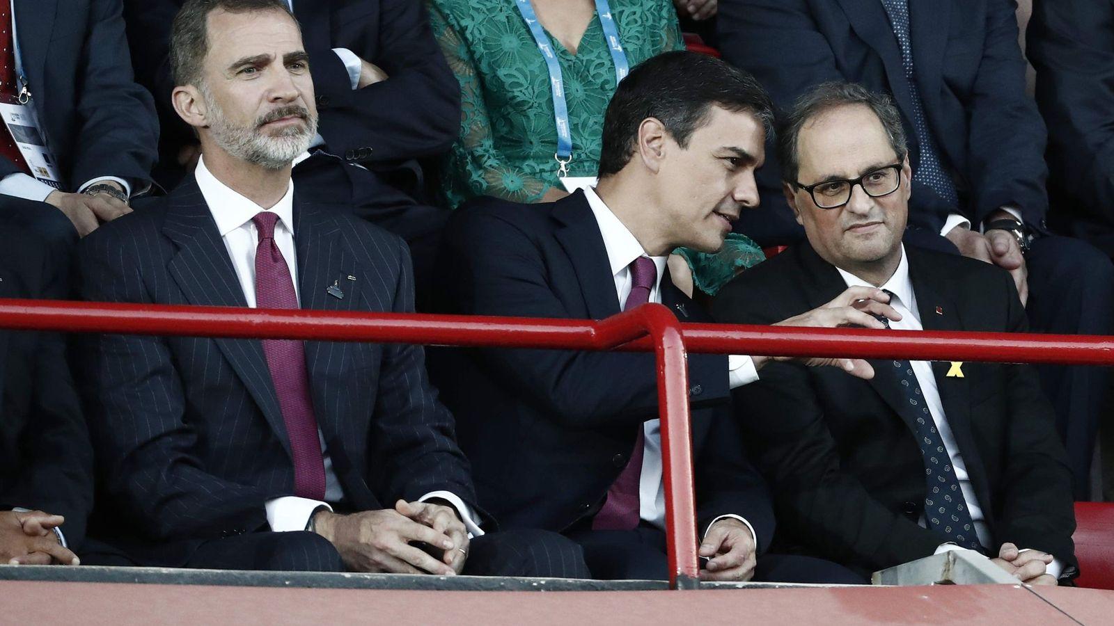 Foto: El rey Felipe VI junto a Pedro Sánchez y Quim Torra, el pasado 22 de junio en la inauguración de los XVIII Juegos Mediterráneos en Tarragona. (EFE)