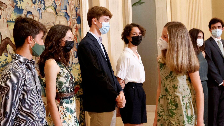 La princesa Leonor con algunos alumnos becados de Colegios del Mundo. (EFE)
