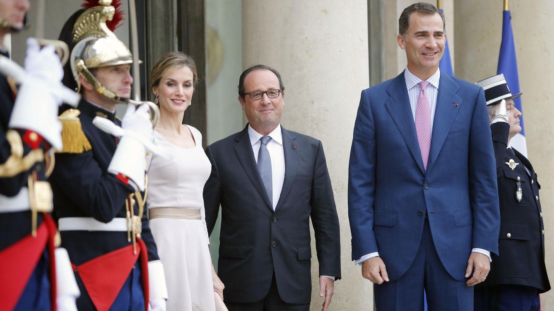 Foto: Los Reyes Don Felipe y Doña Letizia junto a François Hollande, en una imagen de archivo (Gtres)