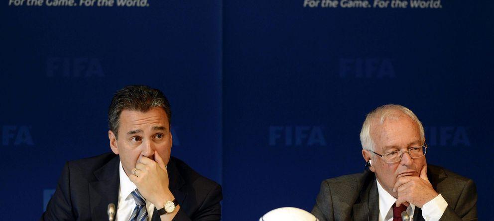 Foto: Michael García (i) junto al juez Hans-Joachim Eckert durante un acto de la FIFA (EFE).